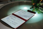 Groom  write on registration of marriage wedding certificate — Stock Photo