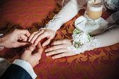 爱你的宝贝。在咖啡厅喝卡布奇诺的新婚的夫妇 — 图库照片