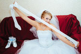 Beautiful caucasian bride getting ready for the wedding ceremony — Stock Photo