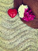 Straw hat and red heart — Stock Photo