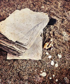 Papers over sand texture — Stockfoto
