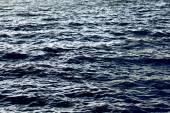 Mare blu con onde — Foto Stock