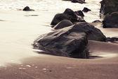 Rochers au bord de l'océan — Photo