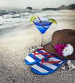 Hat, flip flops and cocktail glass — Stock Photo