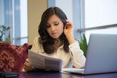 Dziewczyna z laptopa — Zdjęcie stockowe