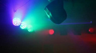 Reflector turning around in a club — Stockvideo