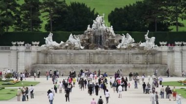 Neptune Fountain in Schonbrunn — Stock Video