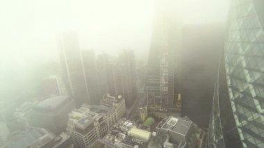 Flyger runt gurka byggnad i london — Stockvideo