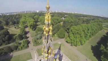 Albert memorial in Hyde Park — Vídeo de stock