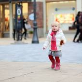 Little girl walking on shopping street — Stock Photo
