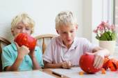 Two brothers carving pumpkin for halloween — Stock Photo
