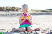 Little girl playing on the beach — Stock Photo
