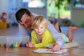Father and daughter drawing at home — Stock Photo