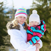 Mother and daughter in Alpine resort at winter — Foto Stock