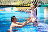 Father with little daughter in swimming pool — 图库照片