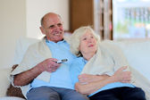 Modern senior couple relaxing at home — Stock fotografie