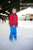 Happy school boy having fun at ice skating rink — Foto de Stock