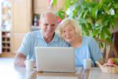 Modern senior couple relaxing at home — Foto Stock