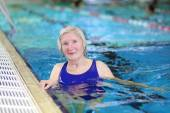 Active senior woman swimming in the pool — Stock Photo