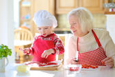 Grandma with granddaughter preparing pizza — Stock Photo
