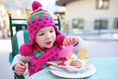 Little girl eating ice cream in cafe — Stock Photo