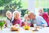 Grandparents with grandchildren enjoying Easter breakfast — Stockfoto