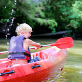 Happy boy kayaking on the river — Fotografia Stock