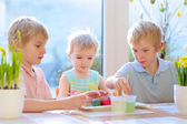 Group of kids decorating Easter eggs — Stock Photo
