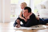 Father and daughter relaxing at home — Stock Photo