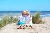 Two brothers playing on the beach — Stock Photo