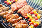 Assorted meat on grill — Stock fotografie
