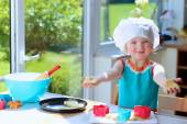 Happy toddler girl preparing cookies — Stockfoto