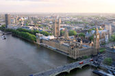 Beautiful panoramic scenic view on London's southern part from window of London Eye tourist attraction wheel cabin: cityscape, Westminster Abbey, Big Ben, Houses of Parliament and Thames river — Stockfoto