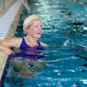 Active senior woman in swimming pool — Stock Photo