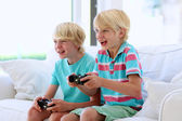 Two boys playing video games — Stock Photo