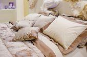 Poduszki na sofie — Zdjęcie stockowe