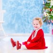 Little girl under Christmas tree — Stock fotografie #53549405