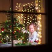小女孩在吃圣诞大餐 — 图库照片
