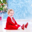 Little girl under Christmas tree — Stock fotografie #53996249