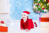 Little girl under Christmas tree — 图库照片