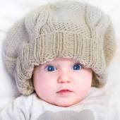 Baby in a knitted hat — Stock Photo
