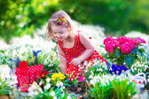 Little girl working in the garden — Stock Photo