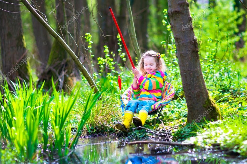 как маленькие дети ловят рыбу