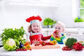 Enfants cuisine déjeuner végétarien sain — Photo