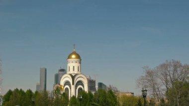 Church in the Park pobedy — Stock Video