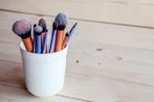 Fazer as ferramentas em um fundo de madeira — Fotografia Stock