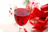 Rose wine and gift — Stock Photo