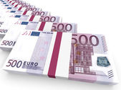 Stacks of money. Five hundred euros. — Zdjęcie stockowe