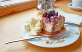 Cheesecake with helping of clotted cream. — Stock Photo