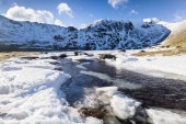 Frozen Red Tarn with Striding Edge — Stock Photo